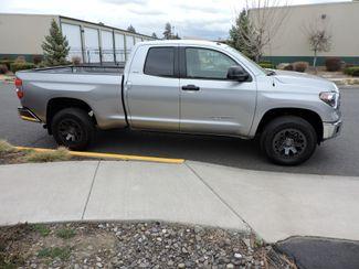 2018 Toyota Tundra SR5  LIKE NEW! Bend, Oregon 3