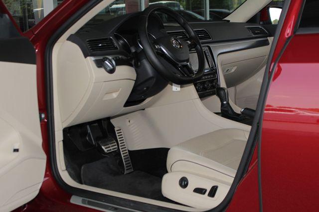 2018 Volkswagen Passat R-Line FWD - ADAPTIVE CRUISE - BLIND SPOT! Mooresville , NC 27