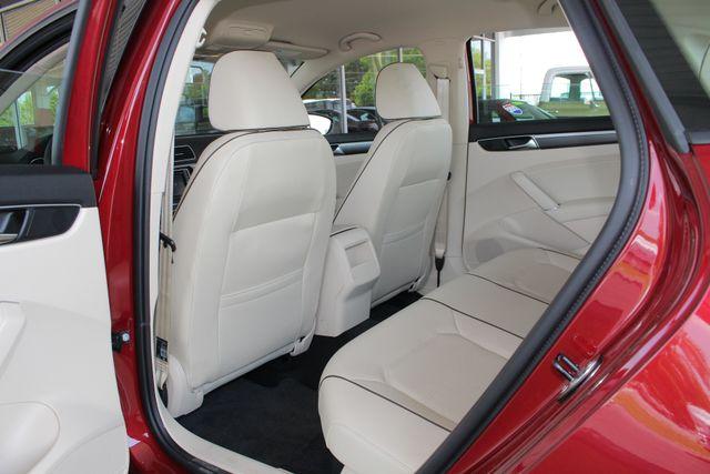 2018 Volkswagen Passat R-Line FWD - ADAPTIVE CRUISE - BLIND SPOT! Mooresville , NC 36